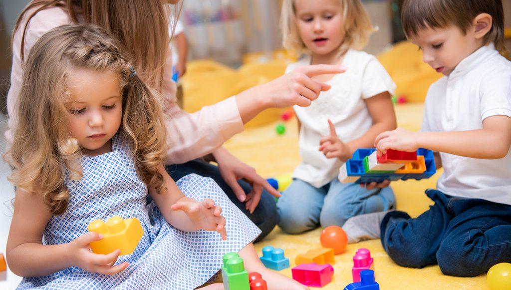 enfant avec jeux